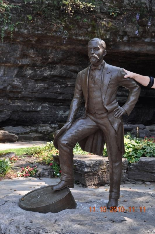 Statue of Jack Daniel image. Click for full size.