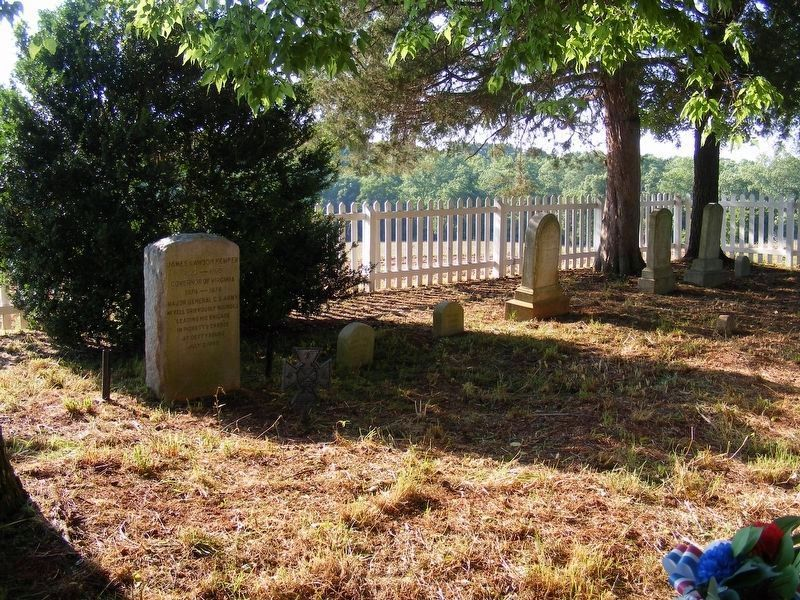 Kemper Family Cemetery plot at Walnut Hills image. Click for full size.