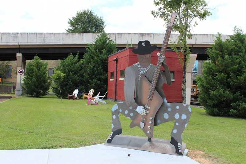 Bo Diddley sculpture near marker. image. Click for full size.
