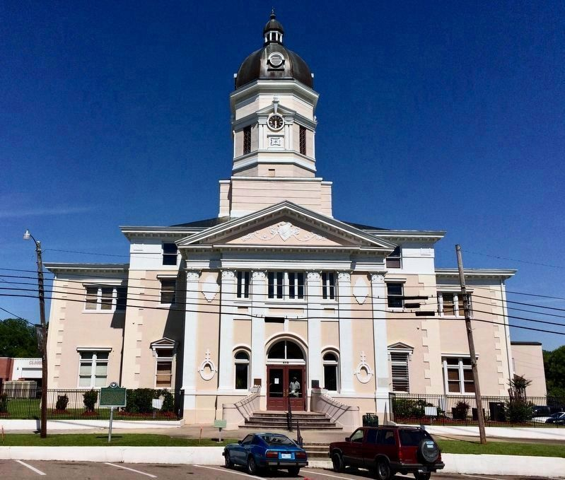 Claiborne County Courthouse image. Click for full size.