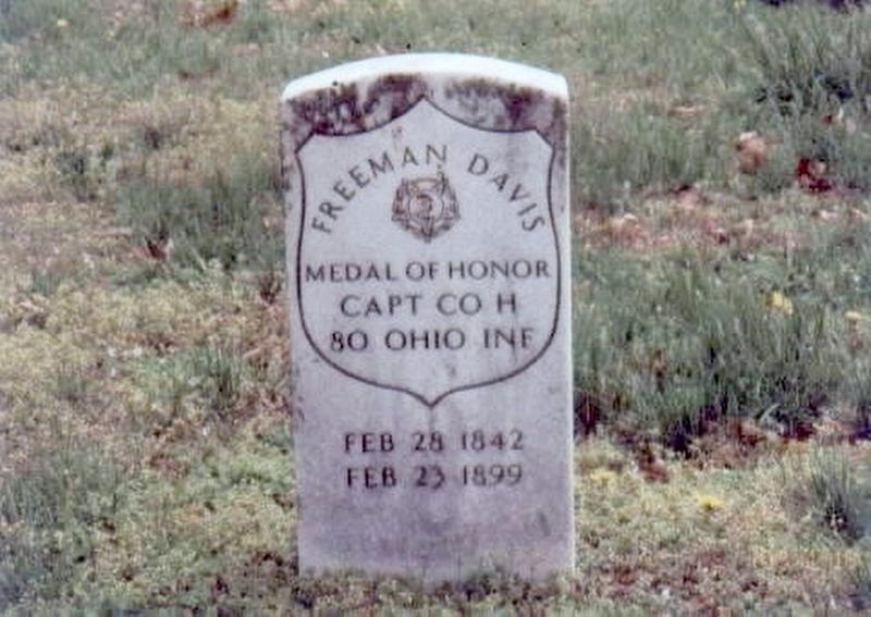 Freeman Davis-Medal of Honor grave marker image. Click for full size.