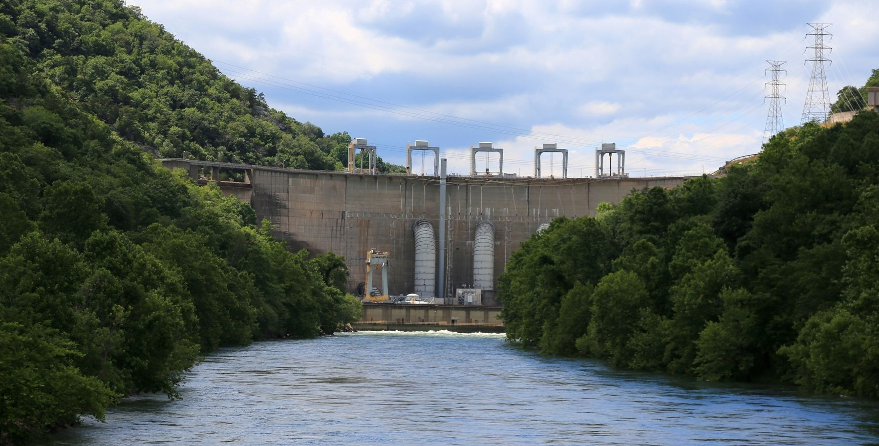 Smith Mountain Lake Hydroelectric Dam image. Click for full size.