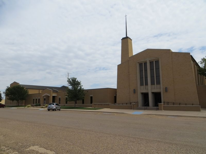 First Baptist Church of Floydada image. Click for full size.