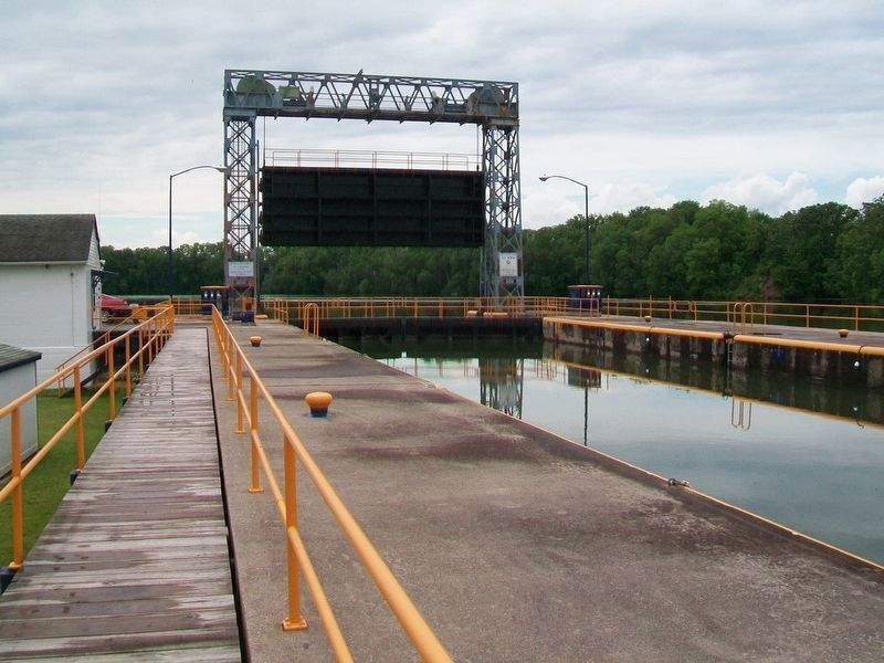Cayuga-Seneca Canal Lock 3 and Guard Gate image. Click for full size.