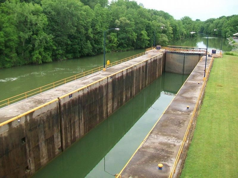 Cayuga-Seneca Canal Lock 2 image. Click for full size.