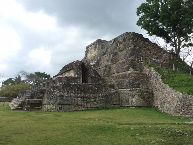 Another view of the Temple B4 at Altun Ha image. Click for full size.