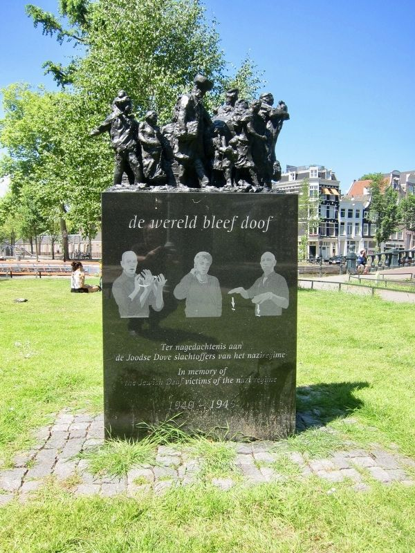 de wereld bleef doof / The World Remained Deaf Memorial image. Click for full size.