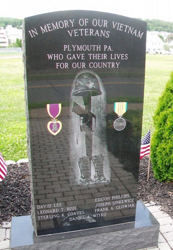 Vietnam War Memorial (front) image. Click for full size.