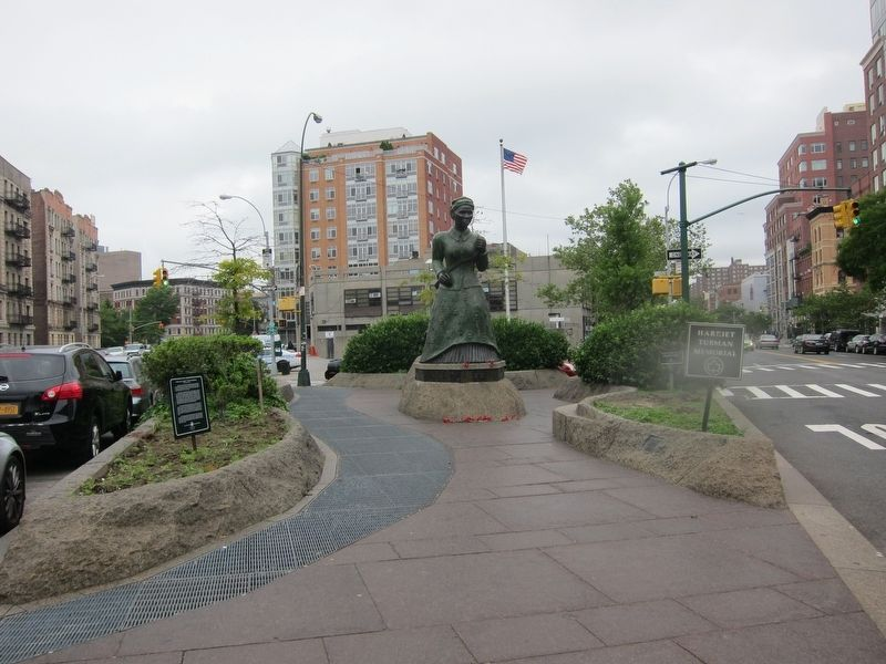 Swing Low: Harriet Tubman Memorial Marker - Wide View image. Click for full size.