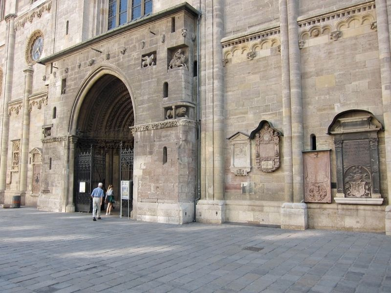 Western Entrance to St. Stephan's: O5 Marker - Wide View image. Click for full size.