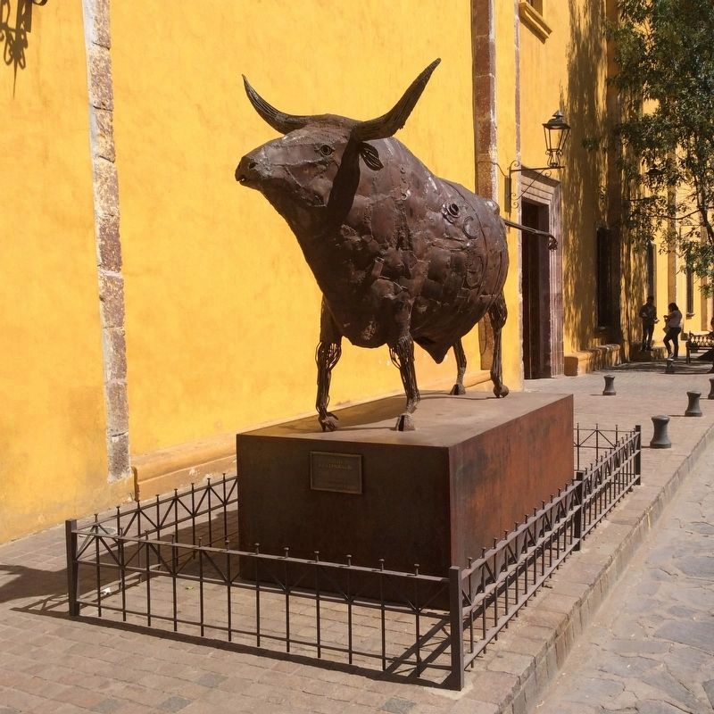 Nearby sculpture of a bull by David Kestenbaum image. Click for full size.