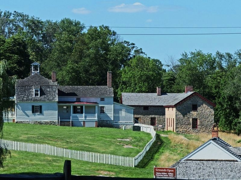 Slave Quarters behind the Lower House image. Click for full size.