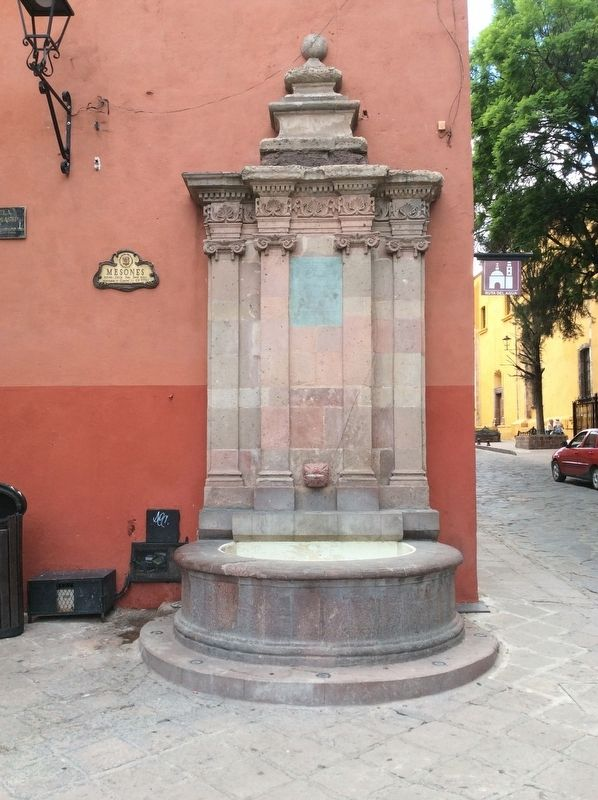 The Francisco I. Madero Fountain Marker image. Click for full size.