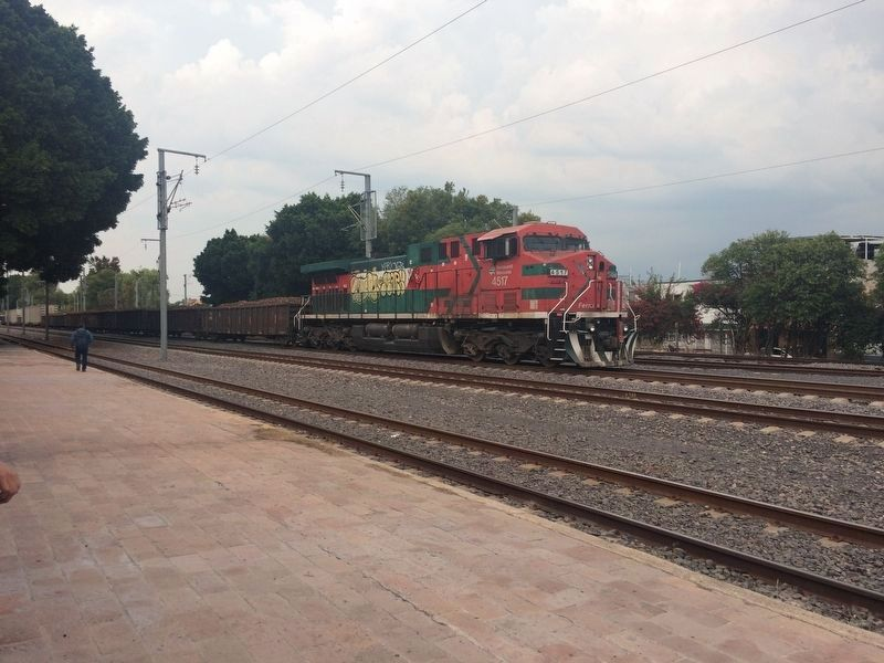A train passing the Querétaro Railroad Station image. Click for full size.