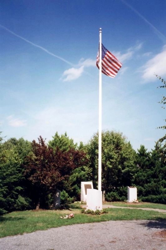 Albacore Memorial Park flagpole image. Click for full size.