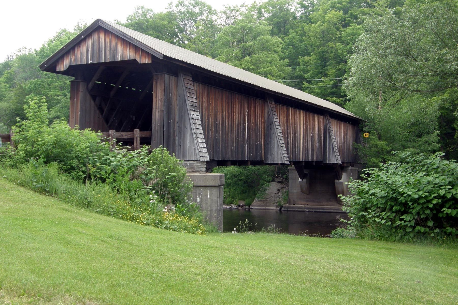 The Livingston Manor Covered Bridge image. Click for full size.