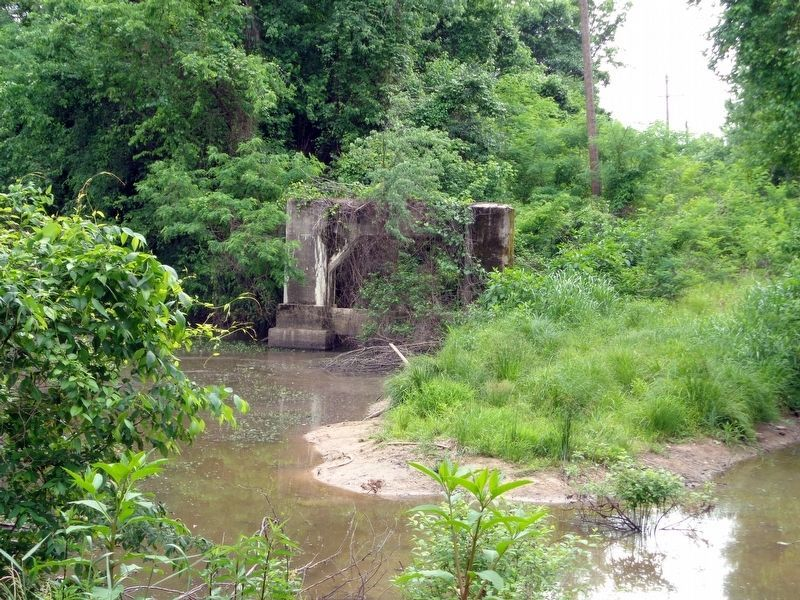 Remains of the west bridge abutment below which the lynching took place image. Click for full size.