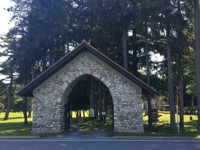 Entrance to Riverview Cemetery image. Click for full size.