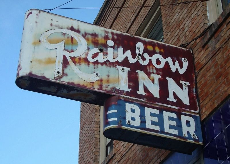 Rainbow Inn sign image. Click for full size.