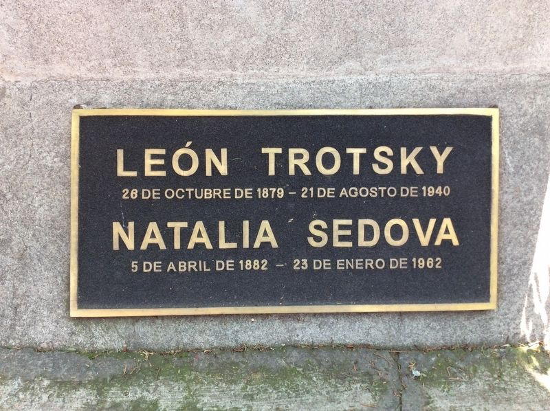 Leon Trotsky's Funeral Column detail image. Click for full size.