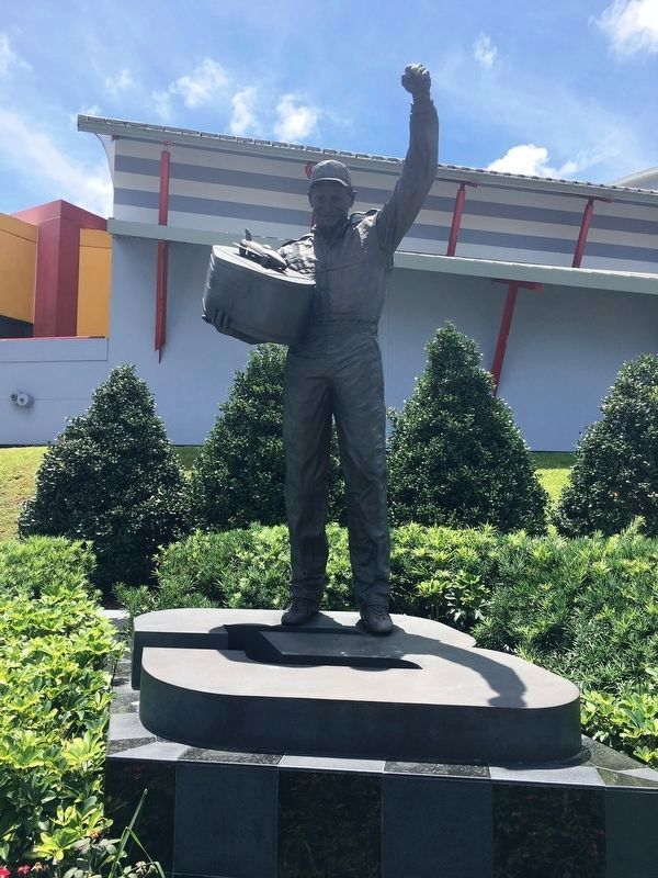 Dale Earnhardt Statue image. Click for full size.