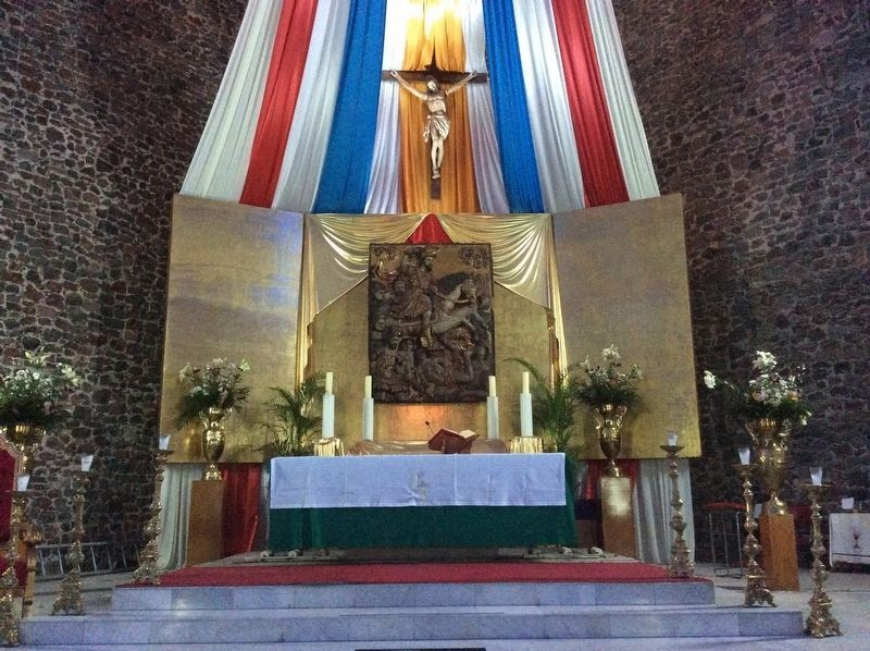The altar of the Church of Santiago image. Click for full size.