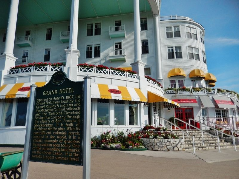 Grand Hotel Marker (<b><i>wide view</b></i>) image. Click for full size.