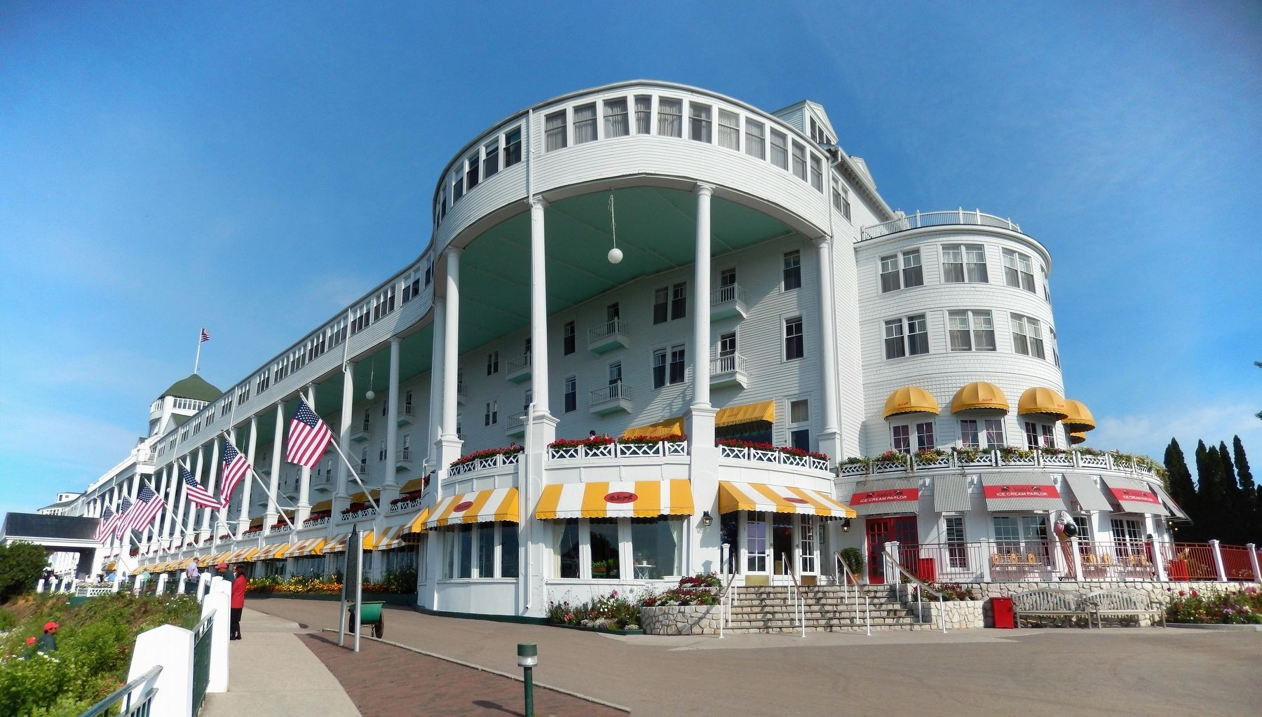 Grand Hotel image. Click for full size.