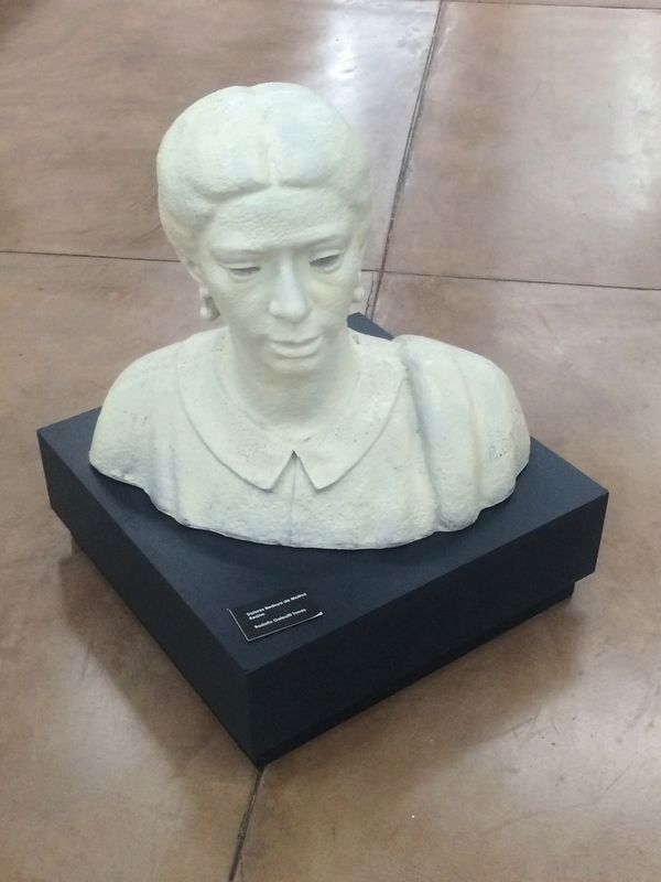Bust of Dolores Bedoya de Molina image. Click for full size.