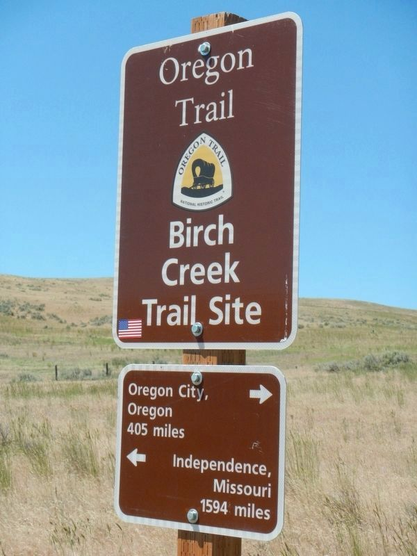 Oregon Trail mileage sign; if only the emigrants had had one. image. Click for full size.