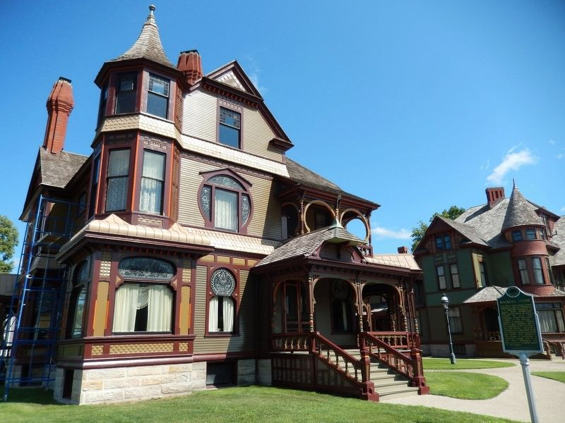 Hackley House (<b><i>turret view</i></b>) image. Click for full size.