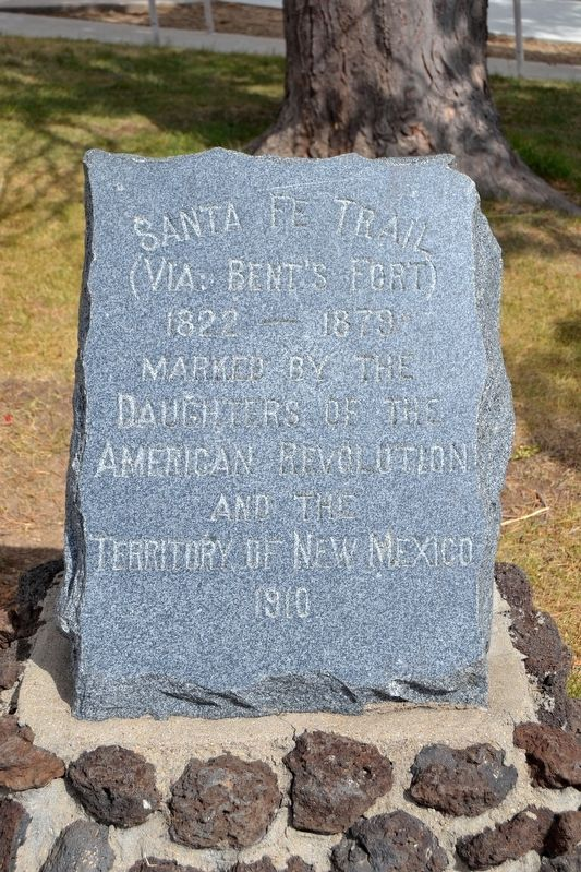 1910 DAR Marker for the Santa Fe Trail image. Click for full size.