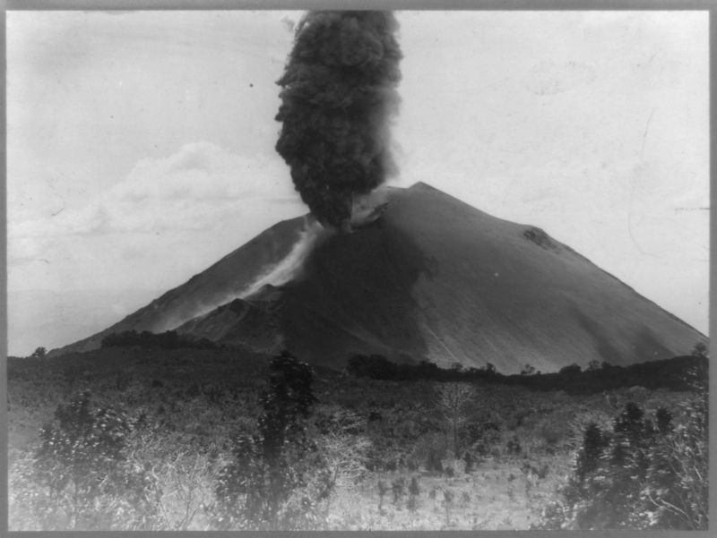 The November 9, 1917 eruption of the San Salvador Volcano image. Click for full size.