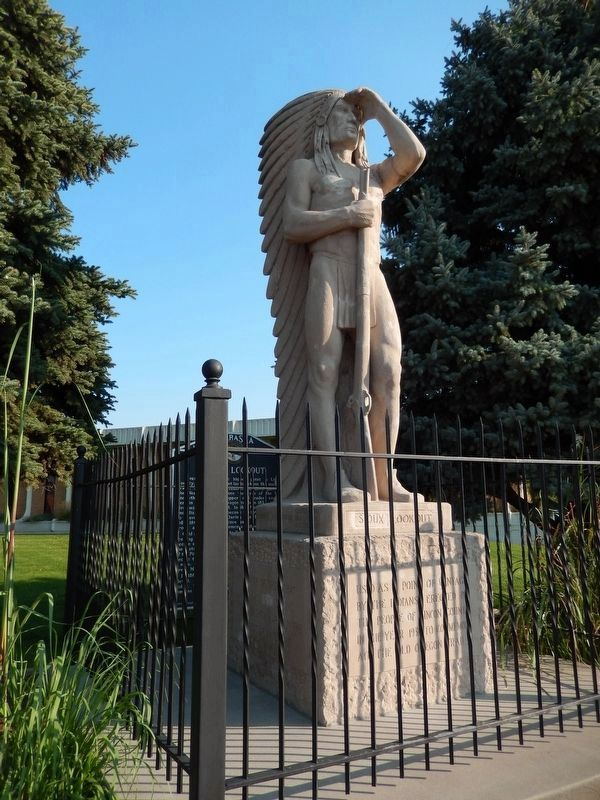Sioux Lookout Statue (<b><i>front corner view</b></i>) image. Click for full size.