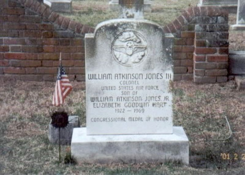 William Atkinson Jones III-grave marker image. Click for full size.