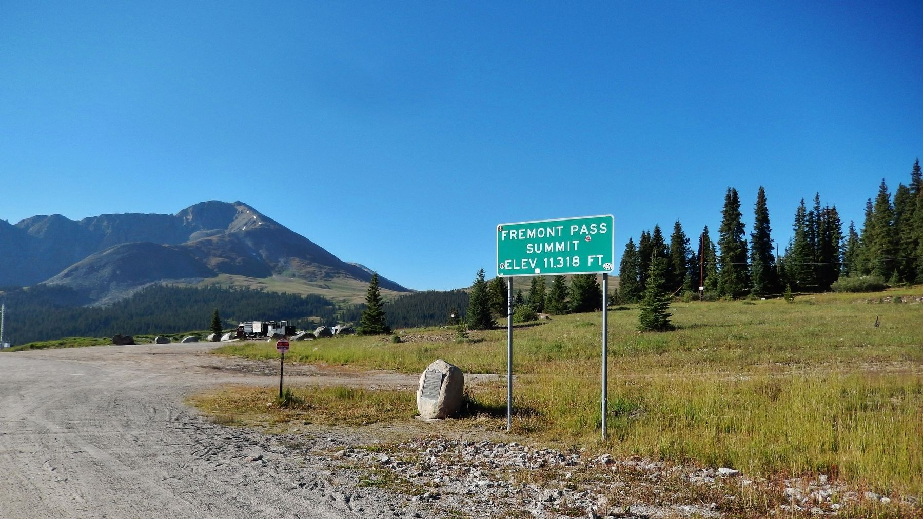 Fremont Pass Marker & Highway Sign image, Touch for more information