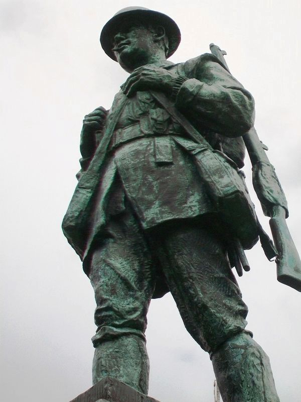 War Memorial Statue image. Click for full size.