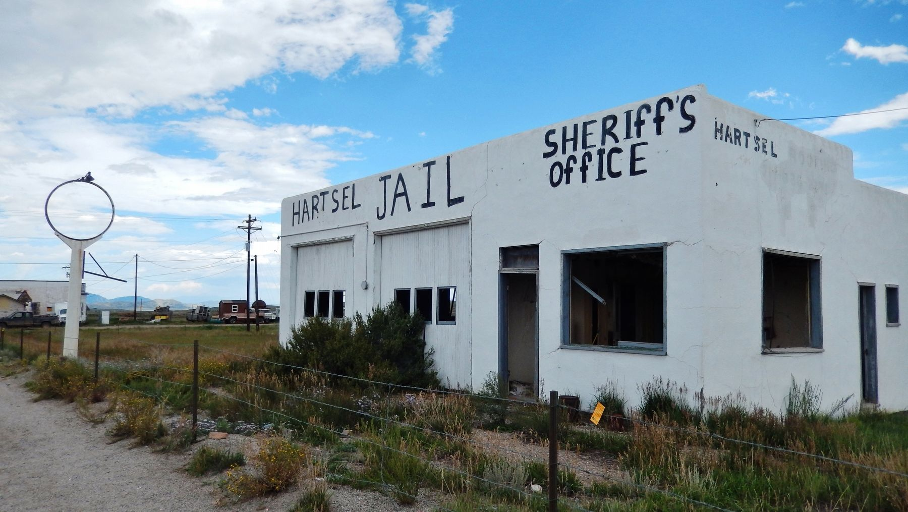 """Hartsel Jail & Sheriff&#39;s Office"" (<b><i>behind marker</b></i>) image. Click for full size."