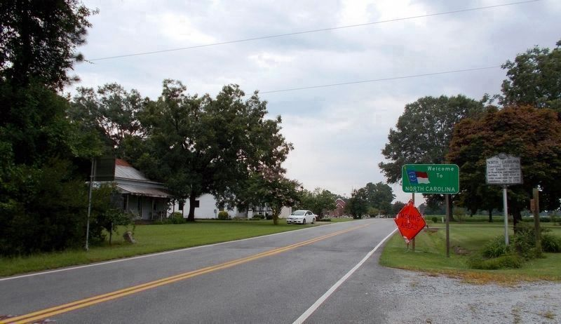 A wide shot of the Z-273 North Carolina/Nansemond County marker, facing south. image. Click for full size.