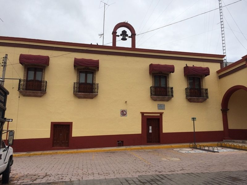 An additional view of the exterior balconies of the House of Mota, now the Colón Municipal Building. image. Click for full size.