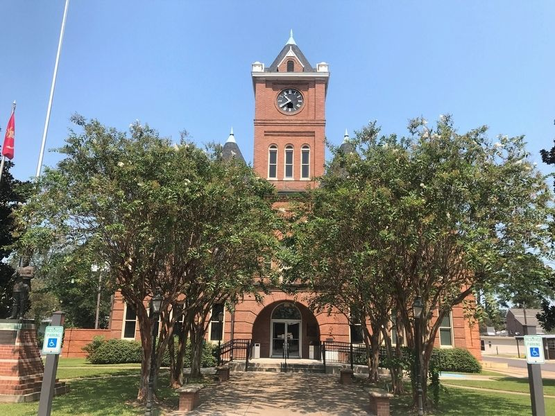 Pointe Coupee Parish Courthouse image. Click for full size.