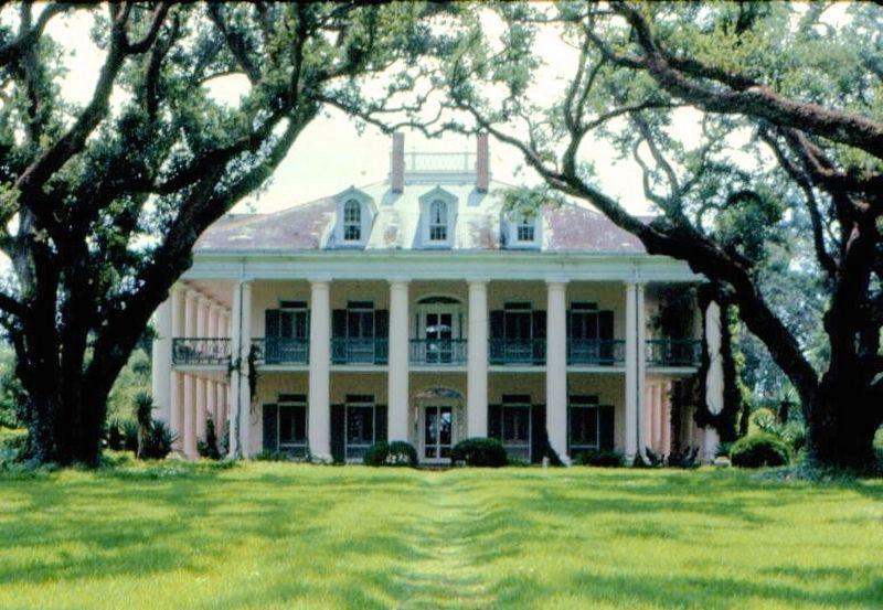 Oak Alley Plantation House image. Click for full size.