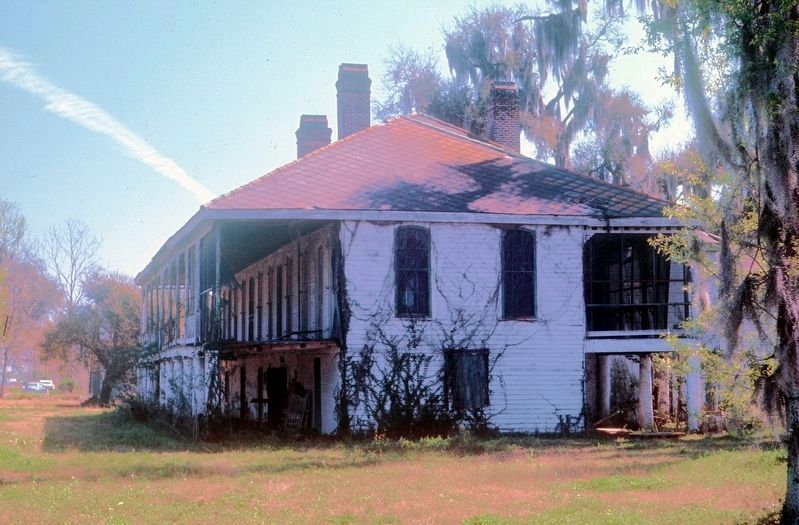 Armant Plantation House image. Click for full size.