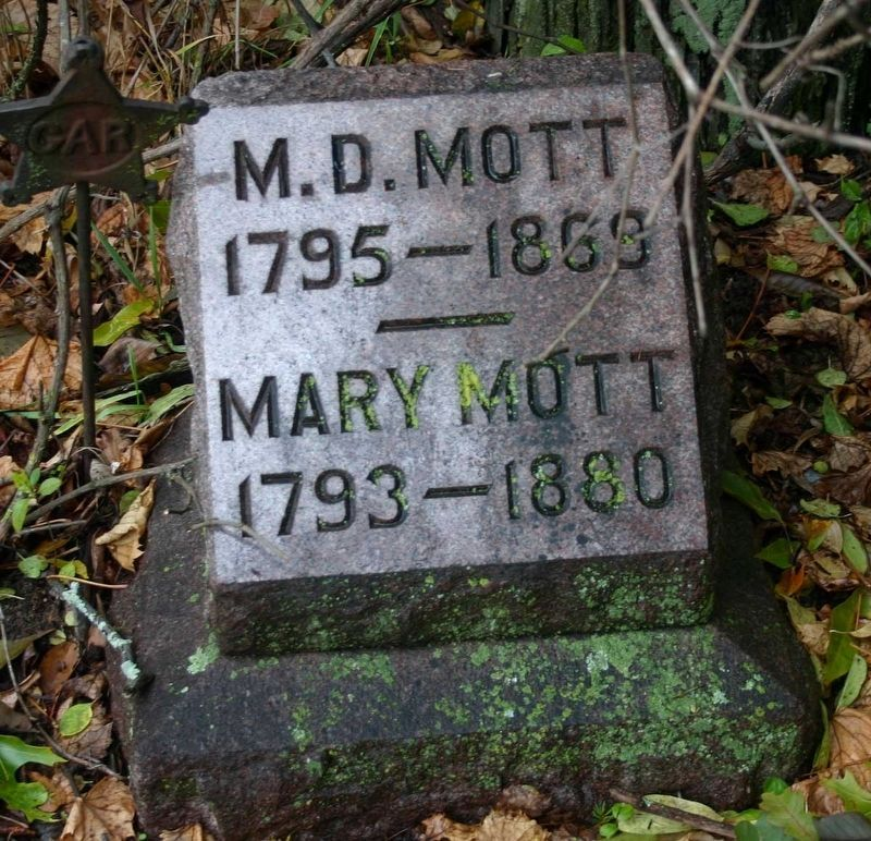 Mayhew Daggett Mott and wife Mary's headstone image. Click for full size.