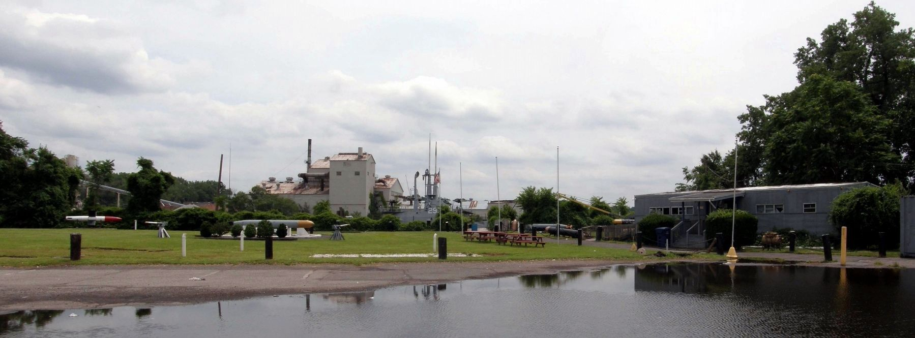 The abandoned U.S.S. Ling Museum site image. Click for full size.