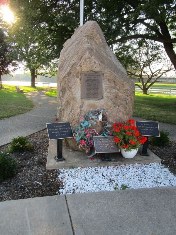 Lyndonville Veterans Memorial image. Click for full size.