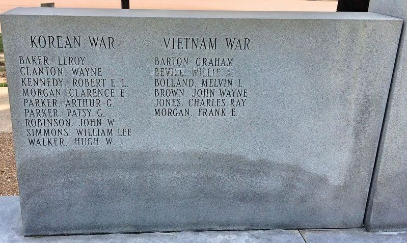 Calhoun County War Memorial (Korean War & Vietnam War on rear of memorial) image. Click for full size.