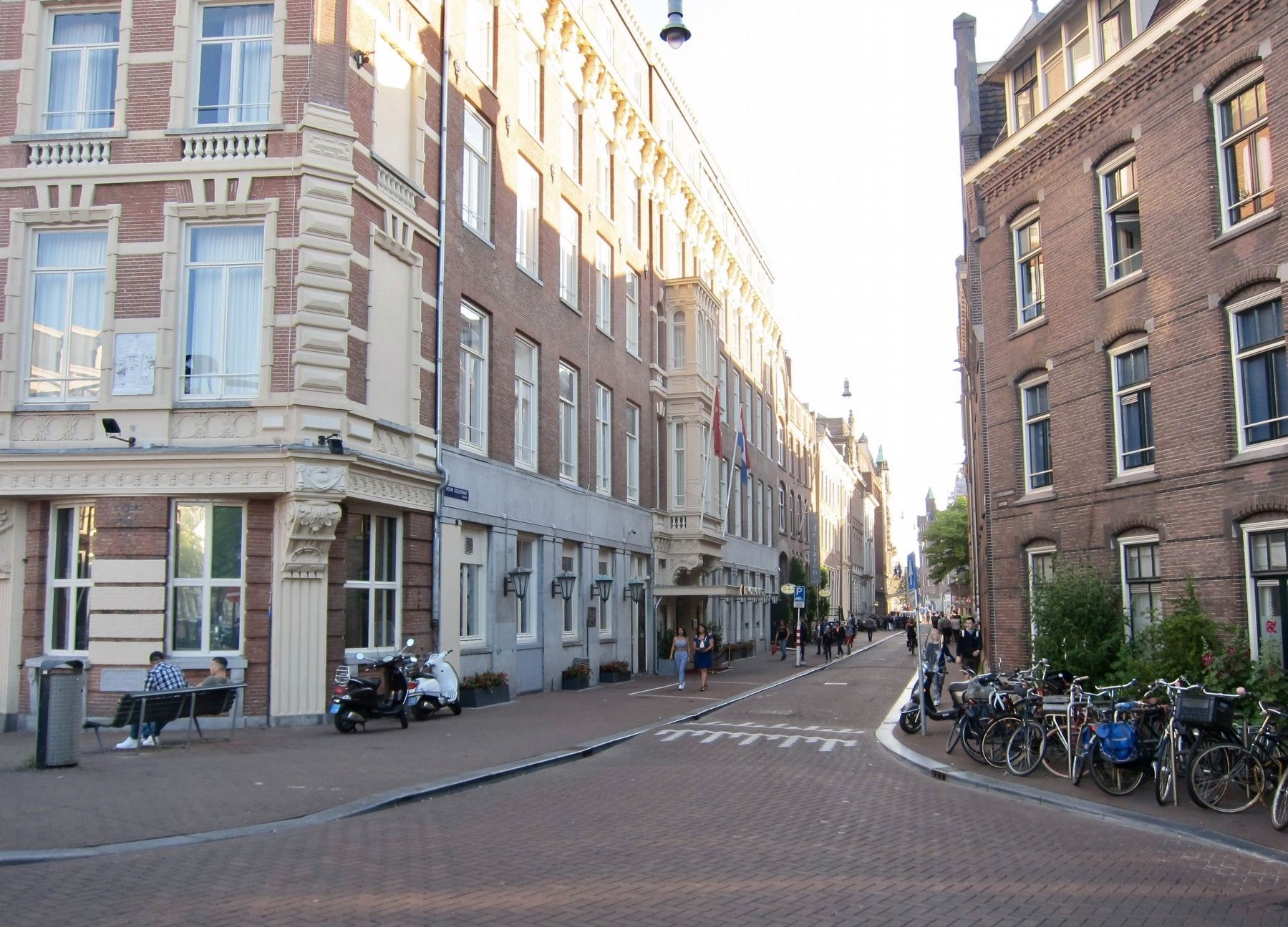 Doelentoren Marker - Wide View, Looking Down Nieuw Doelenstraat image. Click for full size.