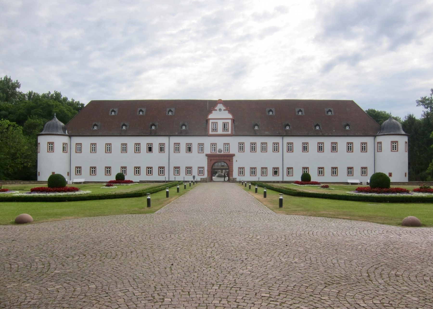 Schloss Heusenstamm / Heusenstamm Palace image. Click for full size.