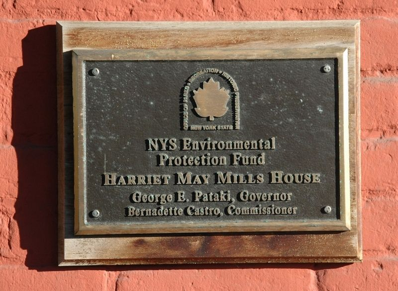 Harriet May Mills House Plaque image. Click for full size.
